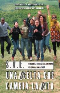 la copertina del libro in cui compaiono ragazzi di diversa nazionalità